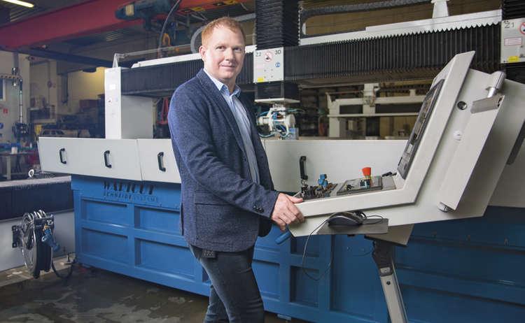CutCut Firmenchef Florian Baumann reagierte auf den Bedarf an Spuckschutzwänden