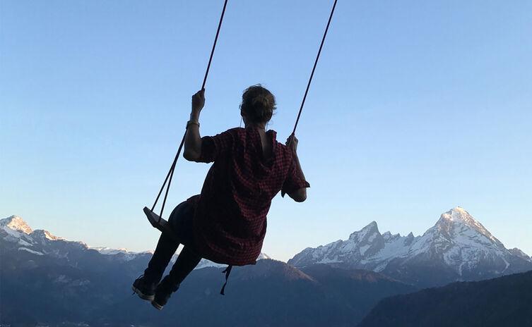 Entspannt schaukeln mit Bergblick auf der Hutschn