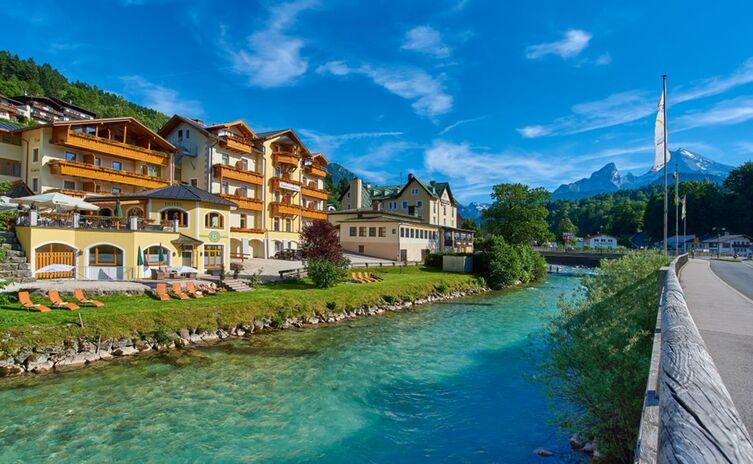 Hotel Grünberger mit Watzmannblick