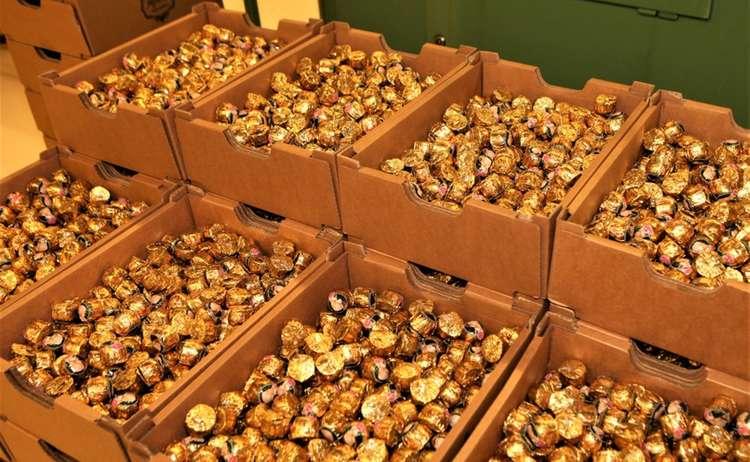 Bis zu 500.000 Mozartkugeln werden pro Tag produziert.