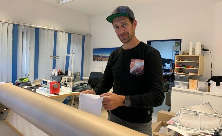 Marcus Stumpfs Stirnband-Designs entstehen selten am Schreibtisch