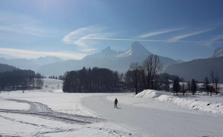 Mit Blick Auf Den Watzmann Die Landschaft Geniessen Auf Langlaufski