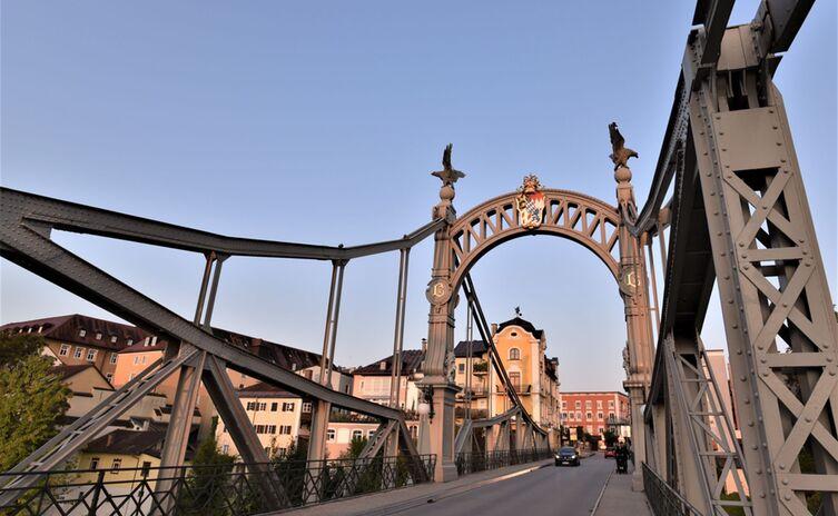 Salzachbrücke-Grenzübergreifender-Wohn-und-Wirtschaftsraum-zwischen-Salzburg-und-Bayern