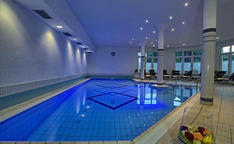 Schwimmbad Hotel 1