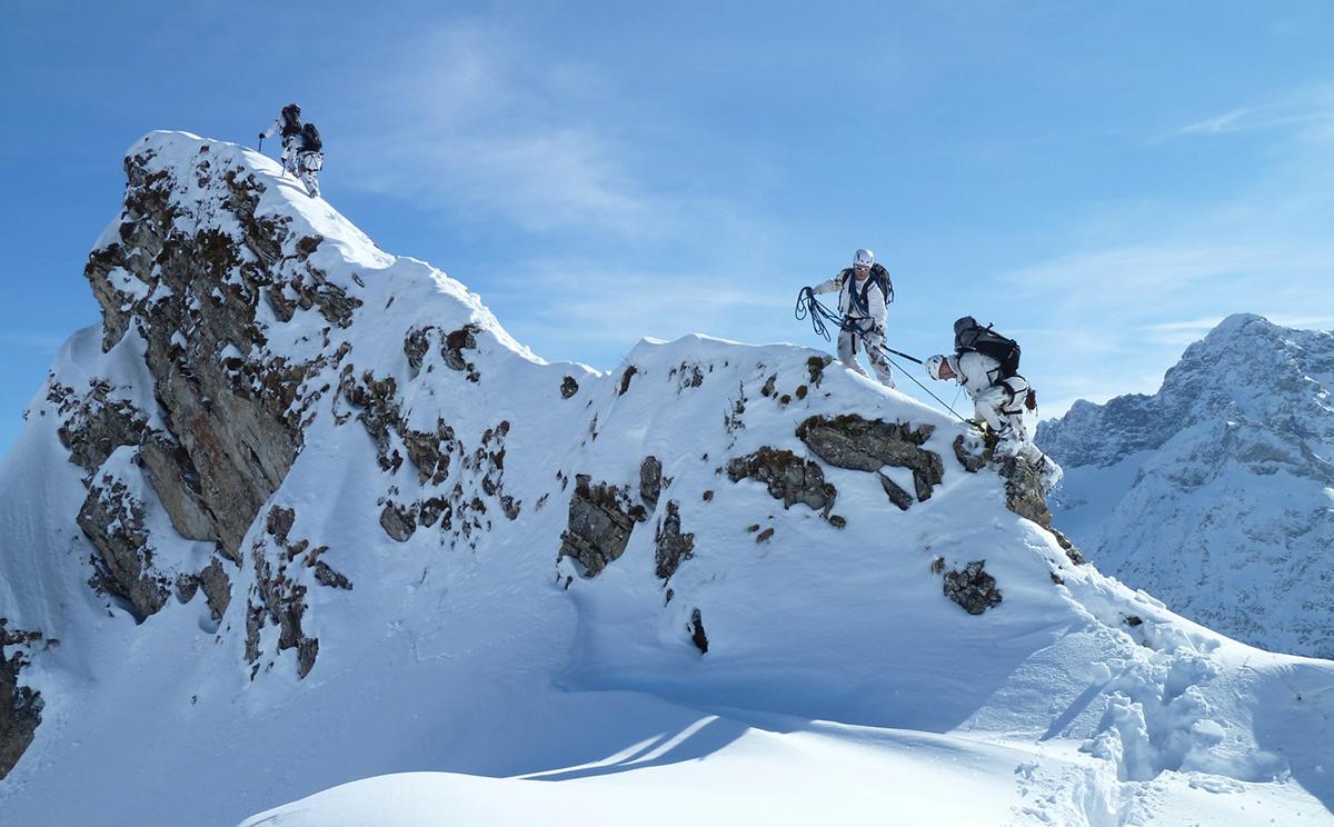Die Soldaten des Hochgebirgsjägerzuges im winterlichen Hochgebirge