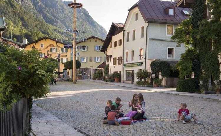 Spielende Kinder Wachsen Sorglos In Berchtesgaden Auf 1920